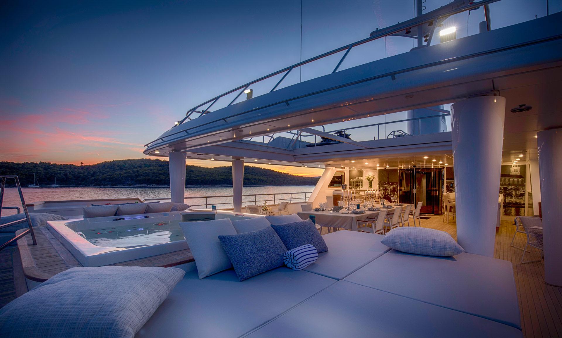 fotografija broda-hotela